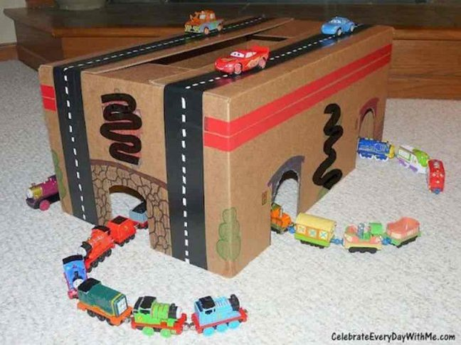 Как сделать гаражи для машинок из картона
