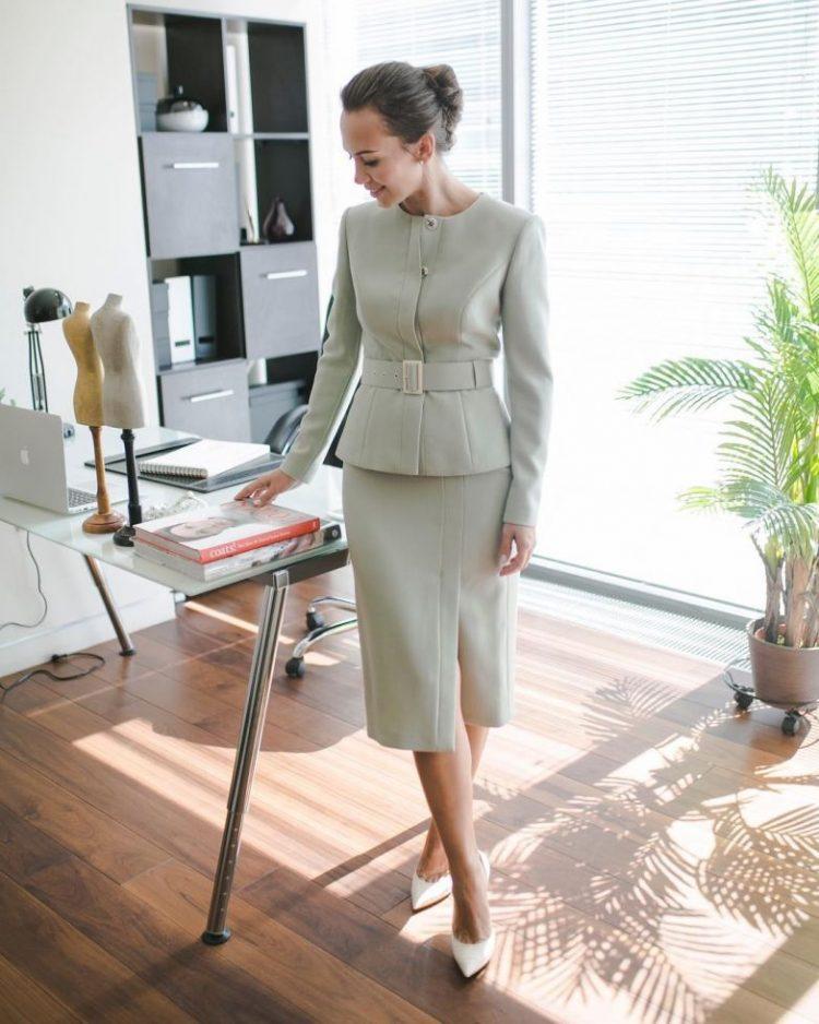 6c33a68b769d23 Безумовно, бізнес-леді за 40 знають собі ціну, таким чином, літня сукня для  роботи має демонструвати високий статус. Дизайнери радять вибирати для  офісного ...