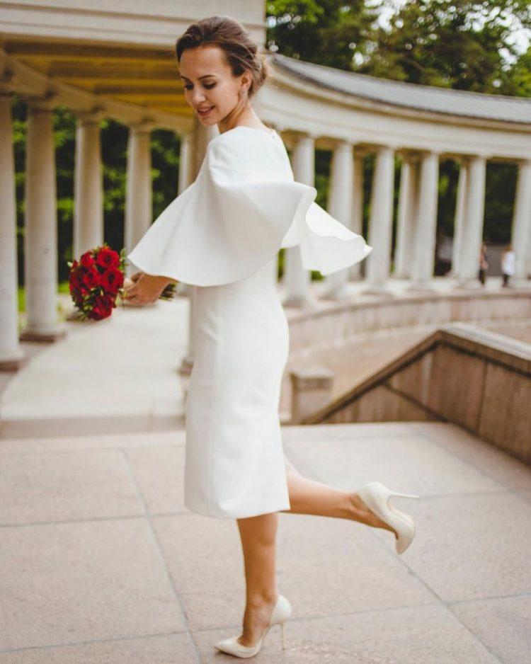 59de648d2dc769 Літо – улюблена весільна пора, а як приємно, якщо весілля святкує жінка за  40. Наречена повинна пам'ятати про свій вік і зупиняти свою увагу на  простих і ...